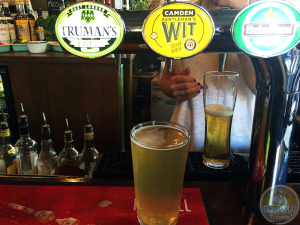 2-Jul-2015 : Gentleman's Wit by Camden Town Brewery. Wandering the streets of Notting Hill in London, and see a sign that says free beer and free pork roast. Well, I missed the free 100 pints. But I did get in on the pork roast and some crackling. #ottbeerdiary