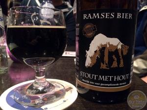 15-Mar-2015 : Stout met Hout by Ramses Bier. Difficult Beer for Complicated People. Quite a nice beer. Hoppy yet dark. Very interesting. #ottbeerdiary